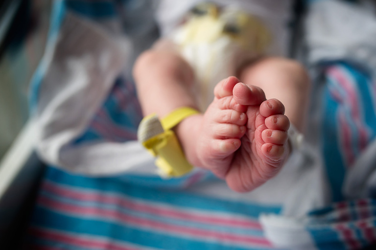 Newborn baby feet with hospital tag | Fresh 48 Picture Mobile, AL