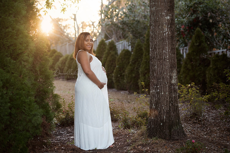 outdoor pregnancy photo | Danielle Parker Photography | Maternity Photography Mobile