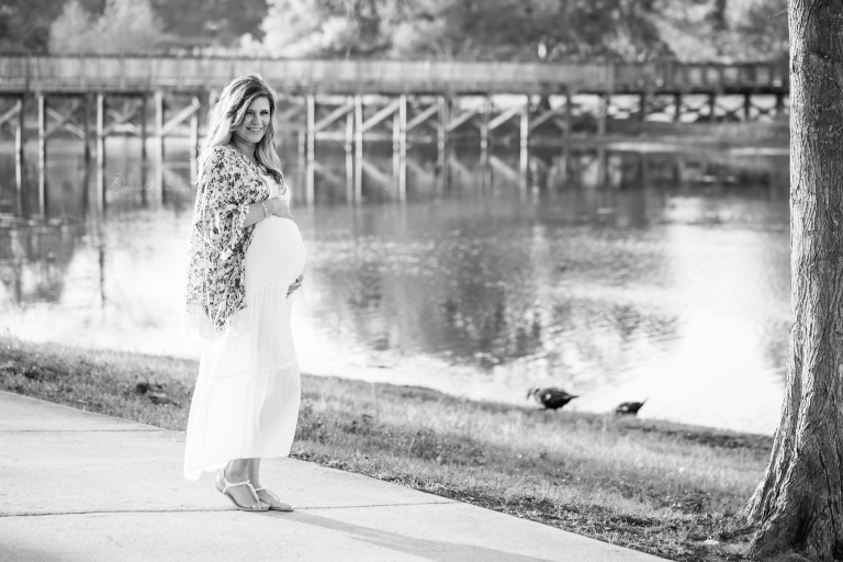 Black and white maternity portait | Danielle Parker Photography